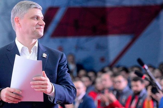 В РЖД объяснили необходимость вставать на мероприятиях с главой компании