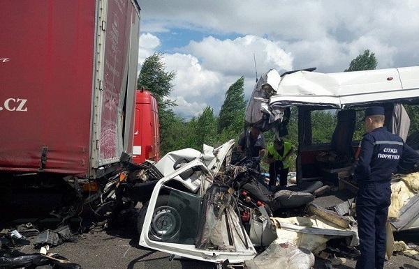 ДТП под Житомиром: водитель без прав одолжил автобус у друзей – и «махнул» на Киев