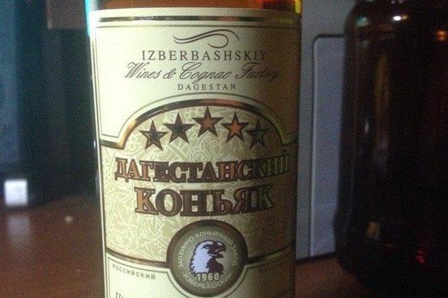 «Конину будешь?». В Дагестане пьяный следователь пытался напоить обвиняемого коньяком