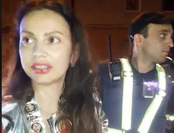 """""""Иди на **й!"""" В Тернополе пьяная за рулем устроила истерику копам"""