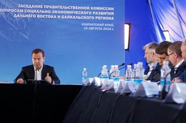 Медведев, приехав на Камчатку, выяснил, что гостиниц нет, а кто-то из членов его команды ночевал в палатках