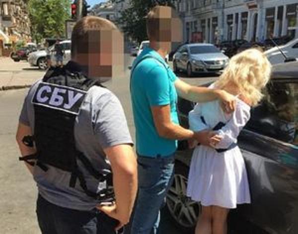 В Одессе на взятке в $3 тысячи попалась подполковник полиции