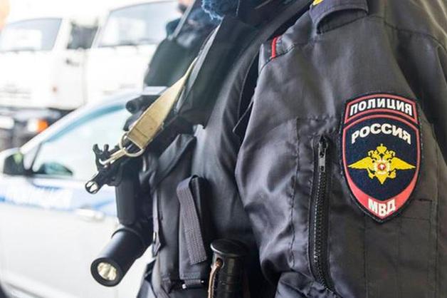 Москвич выпрыгнул из окна, услышав стук полиции и спасателей в дверь его квартиры