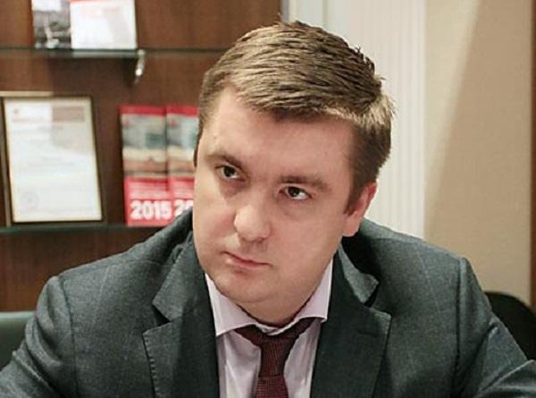"""Особо опасный чиновник Полтавченко отобрал у подчиненной миллион и """"завязал"""" с наркотиками"""