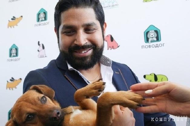 Перуанский болельщик вернулся в Россию через месяц после ЧМ, чтобы забрать бездомного пса