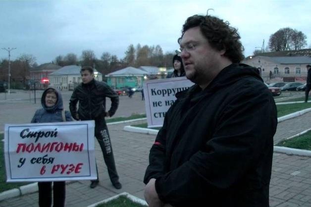 ФСБ пришла с обысками к организатору мусорных протестов в Подмосковье