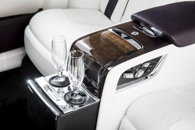 BMW запатентовал передовую систему наполнения бокалов для VIP-пассажиров