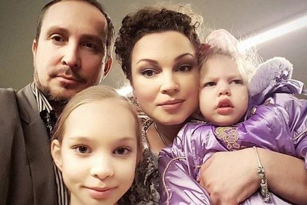 Певец Данко отказался платить алименты больной ДЦП дочке