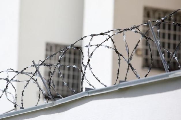 ХМАО: жителя задержали на 48 часов за сорванную листовку кандидата от «ЕР»