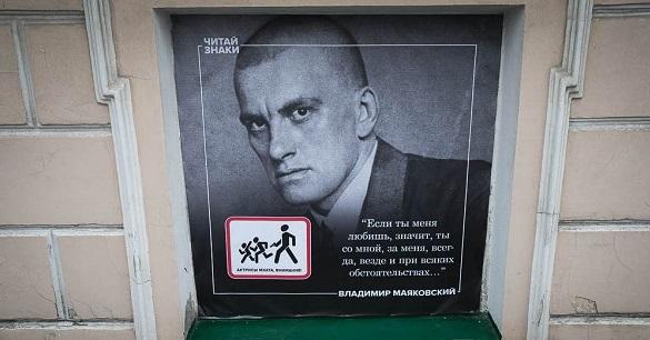В Екатеринбурге школьнице отказались продавать Есенина, Маяковского и Бродского – теперь это авторы 18+