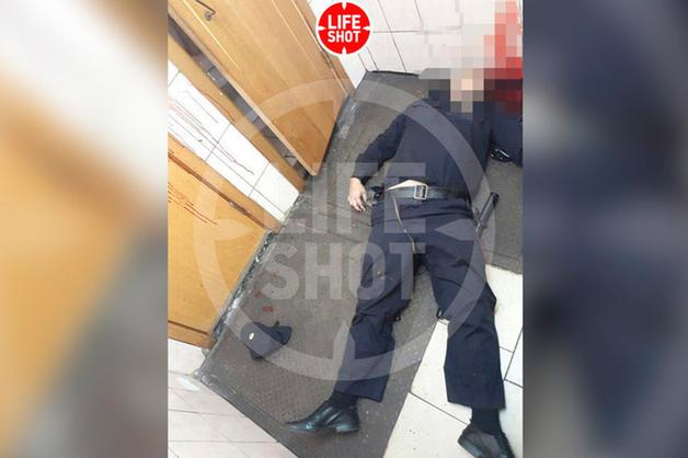 Появилось фото с места убийства полицейского в московском метро