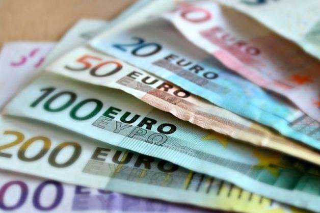 Курс евро превысил 80 рублей впервые с апреля 2018 года. Доллар стал дороже 69 рублей