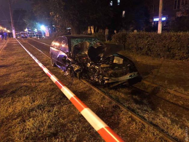 Кровавое ДТП в Одессе. Полиция спасла водителя от расправы, СМИ назвали его имя