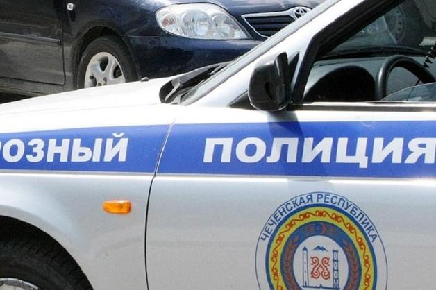 В Чечне отца убитых подростков, напавших на полицейских, 3 недели держат в полиции