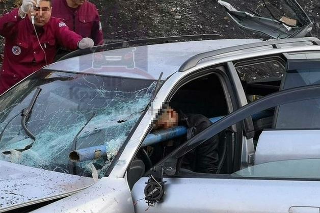 В ДТП в Норильске водителя иномарки насквозь пронзило трубой. Он выжил