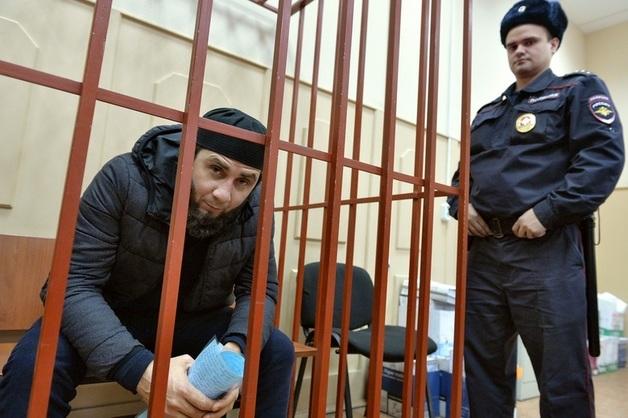 Осужденному за убийство Немцова Зауру Дадаеву ужесточили режим. Он проведет год в камере