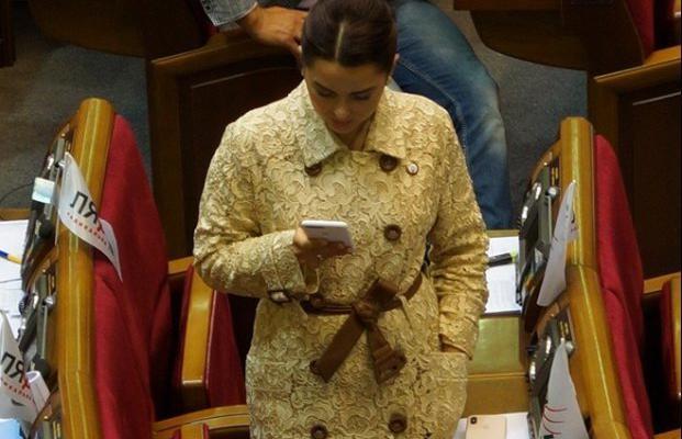 Дорогие украшения и дизайнерские наряды: В чем женщины-депутаты Верховной Рады ходят на работу