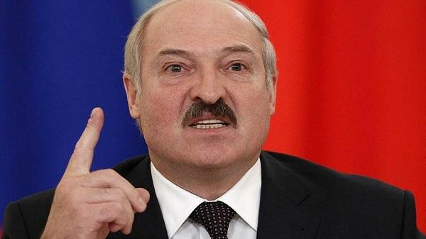 Лукашенко готов раздать оружие в каждую семью