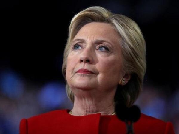 В США разбился автомобиль с Хиллари Клинтон