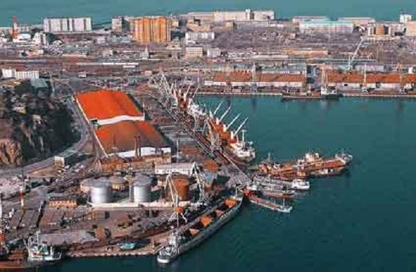 Русская «братва» пытается зайти на буксирах в порт «Южный»