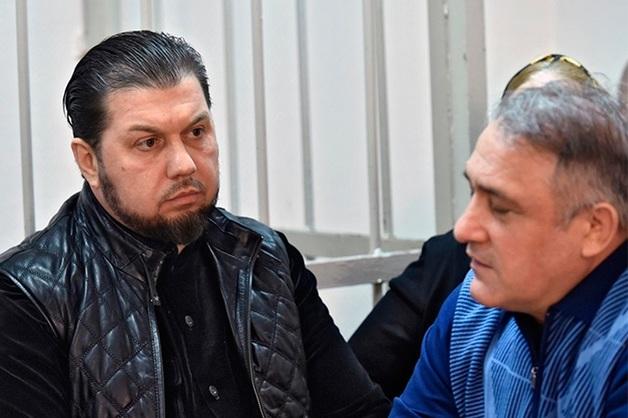 Суд закрыл дело против охранников Делимханова, обещавших вкрутить болты в головы бизнесмену и его детям