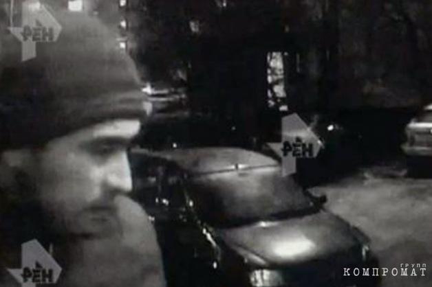 Камера сняла бандитов, жестоко расправившихся с женщиной в лифте