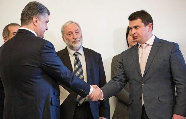 НАБУ закрыло дело о передаче Порошенко взятки адвокату Трампа
