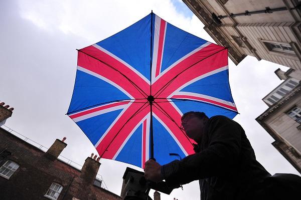 Кремлевские СМИ выдали за «британских политологов» специалиста по «слепоте в искусстве» и конспиролога-киноведа