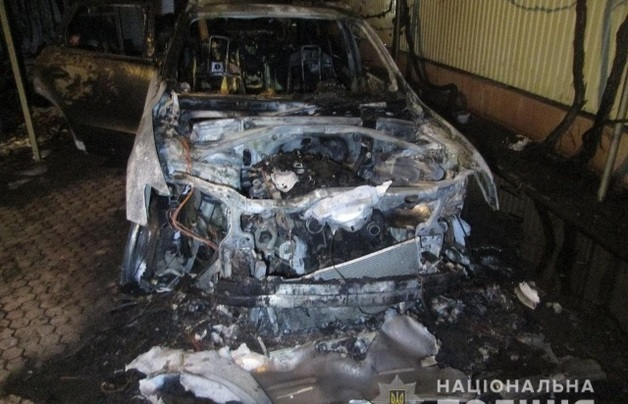 В Ужгороде сожгли машины экс-начальника СБУ