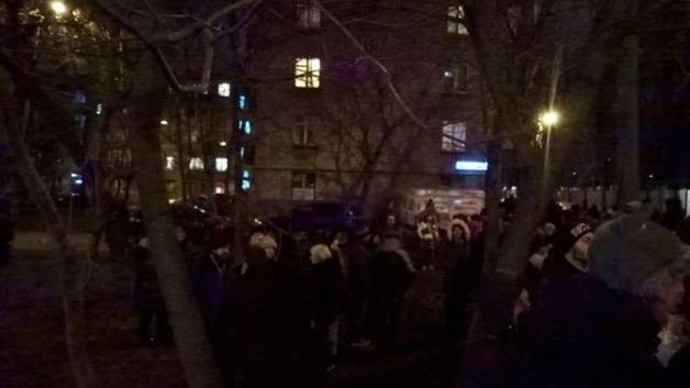ПИК начал строительные работы на Ивана Франко, активистов задерживает полиция