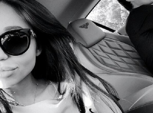 «Оскорблённая честь куртизанки». «Не эскортница» Вероника Максимова ополчилась на СМИ. Интервью мамы Ирины Бариновой, откровенные фото и видео