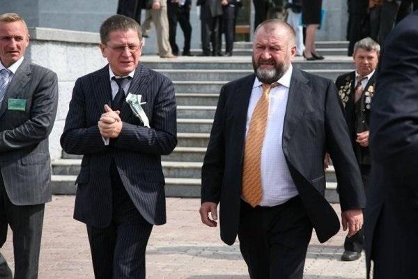 Times: Ильдар Узбеков и Александр Щукин вывели украденные в России миллиарды