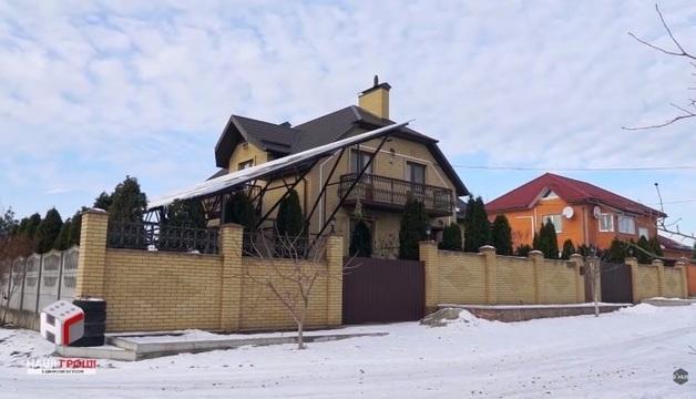Заместитель Генпрокурора записал киевскую недвижимость на отца