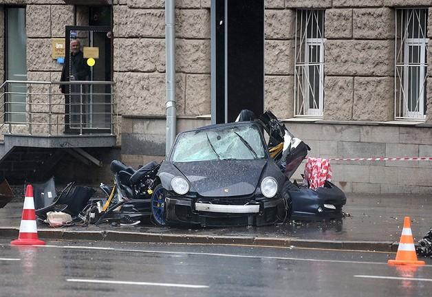 В центре Москвы 20-летний водитель без прав сбил трех человек и попытался скрыться