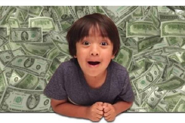 Рейтинг самых высокооплачиваемых блогеров возглавил семилетний ребенок с обзорами игрушек