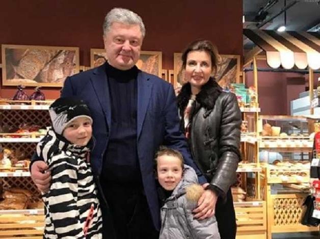 Порошенко снялся в супермаркете с внуками нардепа от Народного фронта Еленского