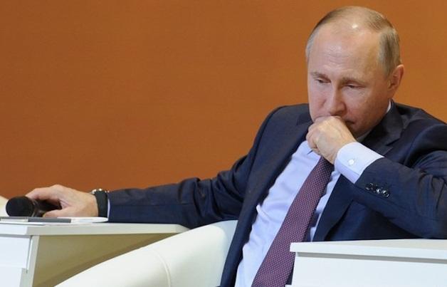 Большинство россиян считает Путина ответственным за проблемы в стране