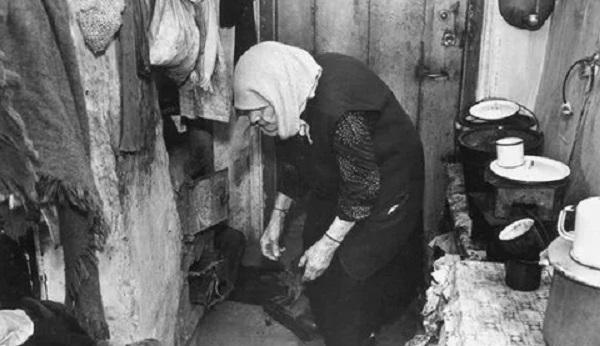 Бедность населения в РФ создана искусственно
