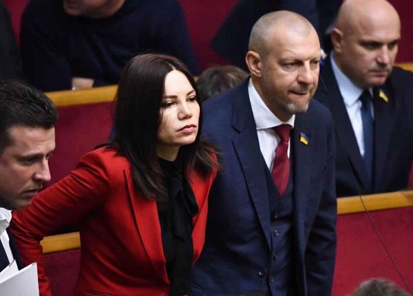 Депутат Сюмар подвела итоги года, опубликовав фото в открытом купальнике