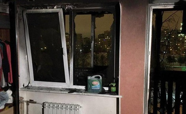 Из-за влетевшей в окно петарды вспыхнула квартира в Выборгском районе Петербурга