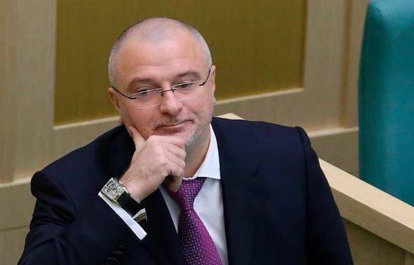 15 суток или штраф в 5 000 рублей за критику власти в интернете. Чего? Новый законопроект от ЕдРа