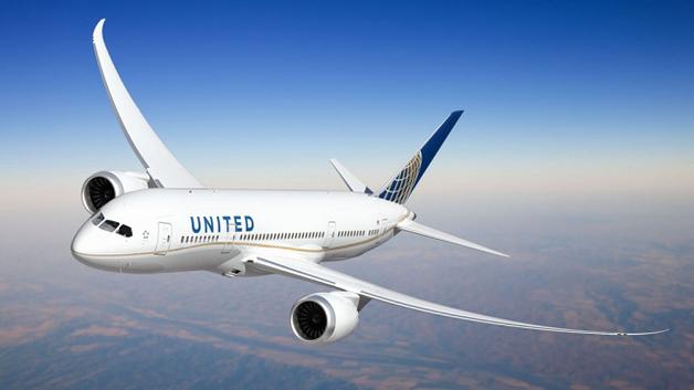 Авиакомпания United Airlines потеряла почти $800 млн после скандала с пассажиром
