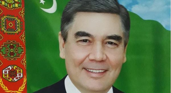 Власти Туркмении обязали госучреждения закупить портреты с седым президентом
