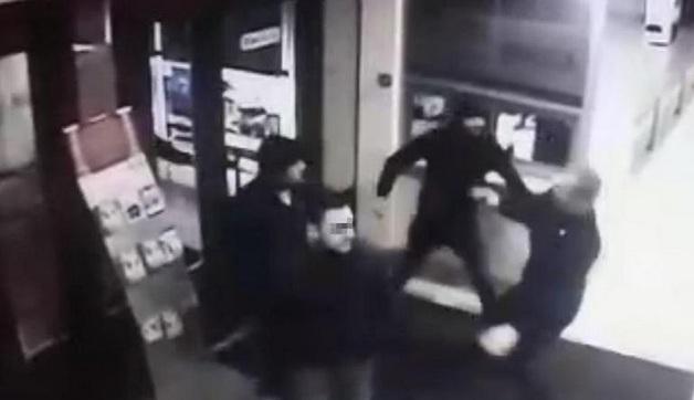 Нападение неизвестных на охранника ДК в Петрозаводске попало на камеры
