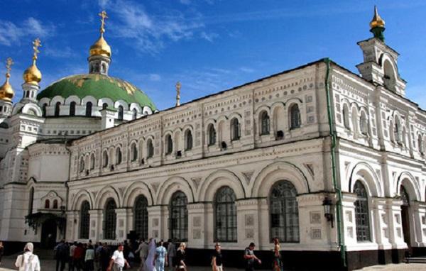 В Киево-Печерской лавре недосчитались икон 19 века, чаши и креста