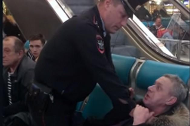 «Я тебе нос в голову вобью». В Домодедово пьяный дебошир напал на полицейского