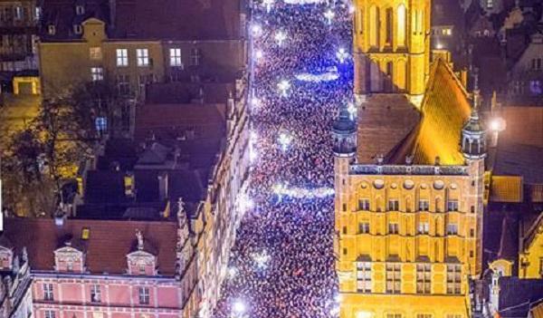 Польша поднялась на массовые митинги из-за гибели мэра Гданьска: поразительные фото и видео