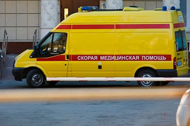 Во Владивостоке неизвестные вызвали скорую и забросали ее камнями