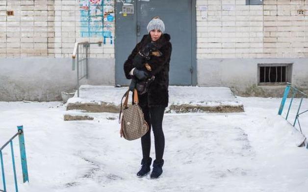 Суд оценил в 5000 рублей моральный вред для незаконно осужденной за оскорбление полицейского