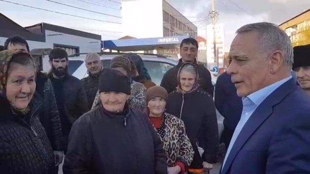В Назрани мэр предложил снизить зарплату руководству ЖКХ и повысить дворникам